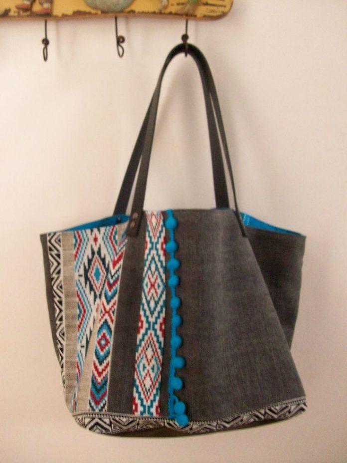 bags handbag trends sac cabas en toile de coton gris motif ethnique pompons bleu