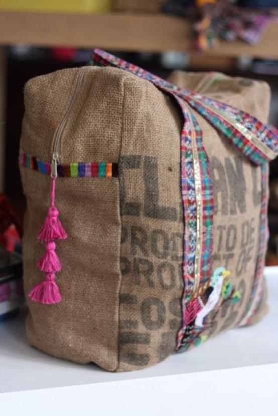 bags handbag trends sieht aus wie eine abdeckung f r die n hmaschine flashmode. Black Bedroom Furniture Sets. Home Design Ideas