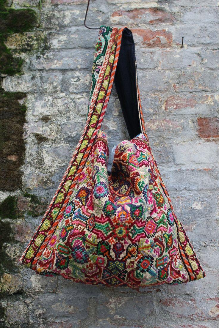 Bags Amp Handbag Trends Carpet Bag Vintage Hand