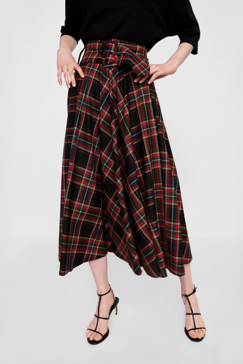 Zara 'Midi' Skirt, pour 39,95 euros.