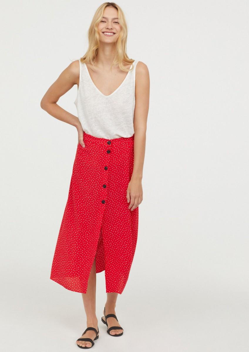 Jupe en crêpe à pois rouge et blanc de H & M, pour 29,99 euros.