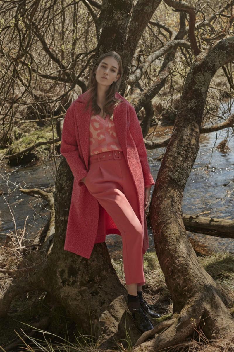 Le «look» de la collection automne-hiver Primark avec un pantalon rose
