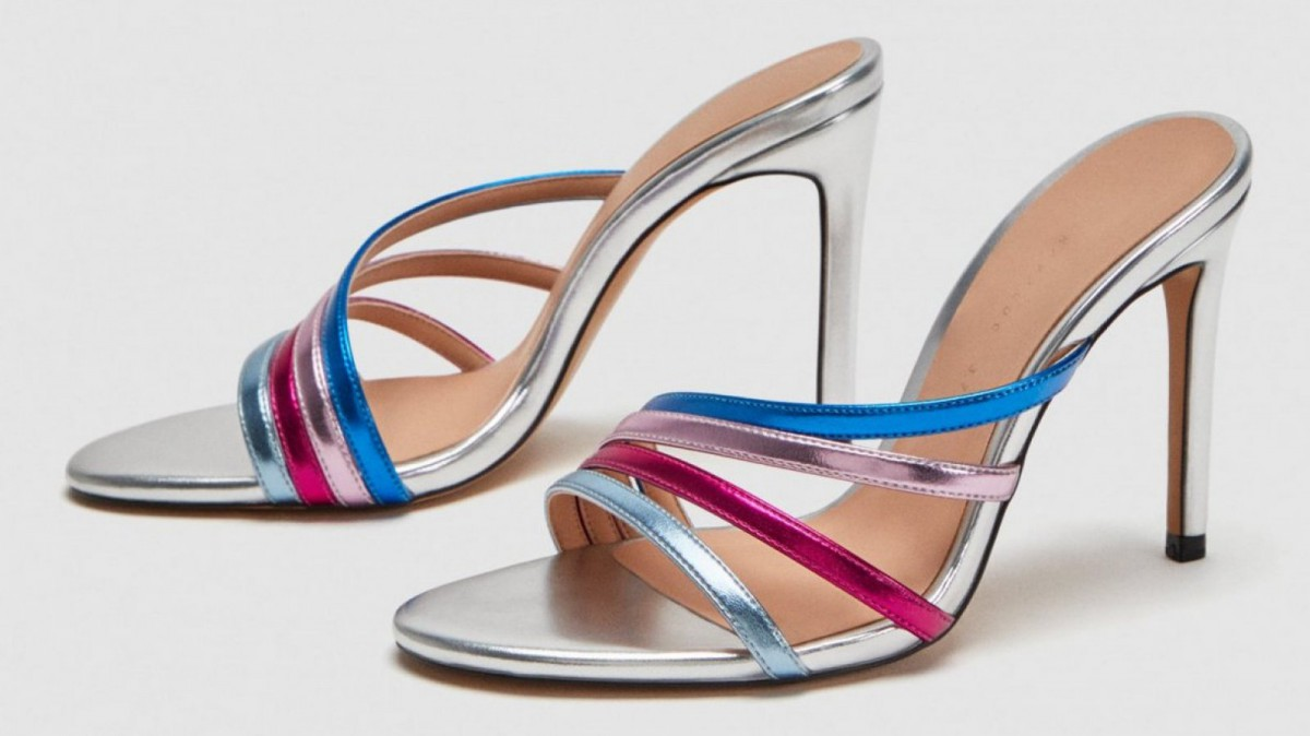 Sandale à talon Zara en métal multicolore de Zara, pour 29,95 euros.